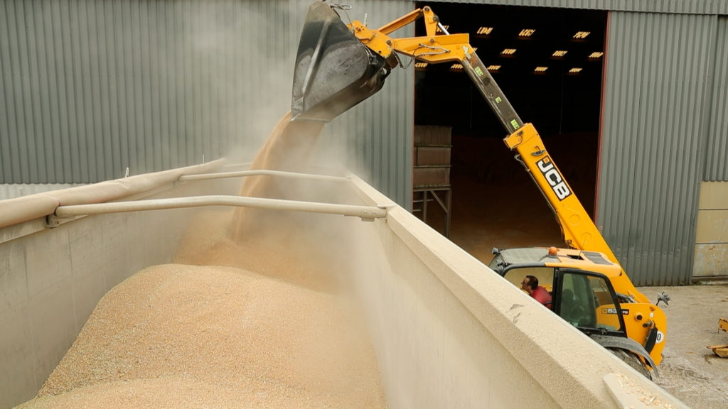 remplissage d'un camion de blé