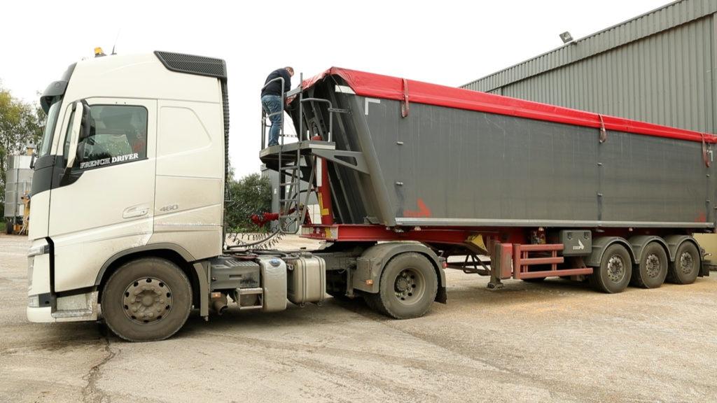 chargement d'un camion de blé
